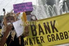 1350194277-speaking-out-against-water-land-grabbing-jakarta_1521826
